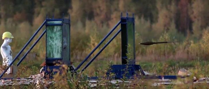 Фото №1 - Что будет, если выстрелить в бронированное стекло из гранатомета (видео)