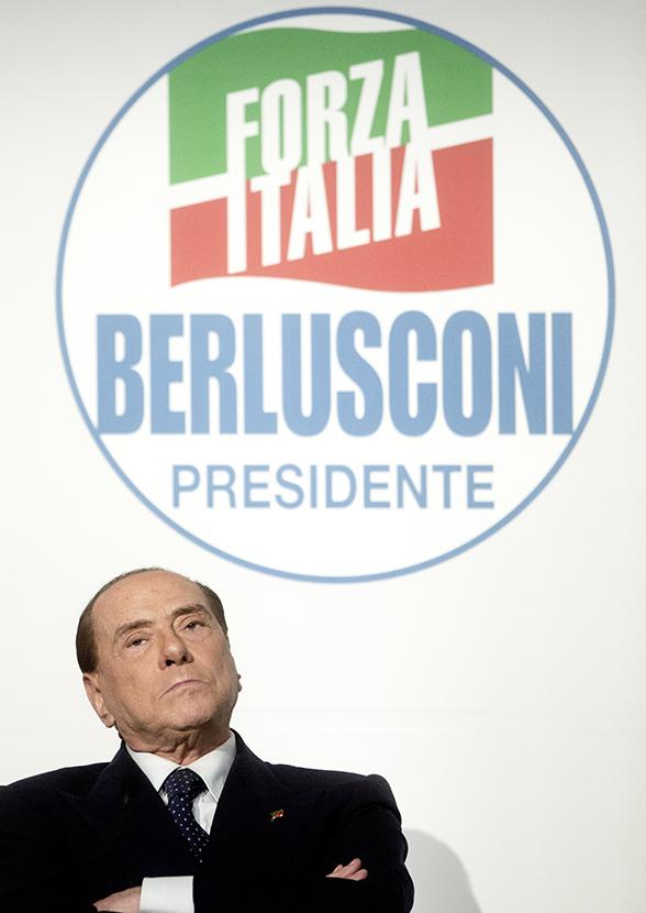 Фото №6 - Облико скандале! Берлускони: невероятные приключения итальянца в Италии