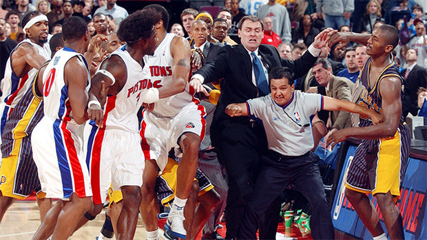 Фото №1 - Самая большая драка в истории баскетбола (видео)