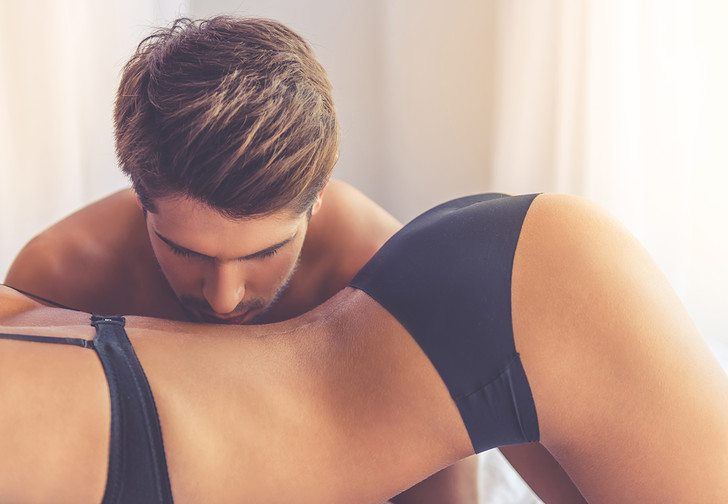 Фото №1 - Как правильно трогать ее интимные зоны: результаты масштабного опроса