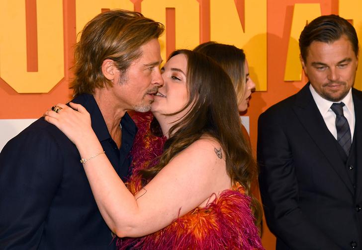 Фото №2 - Лина Данэм попыталась поцеловать Брэда Питта, и всему Интернету теперь неловко