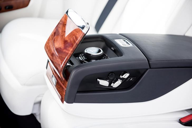 Фото №3 - Мы поездили на новом Rolls-Royce Phantom за тебя. То есть, конечно, для тебя!