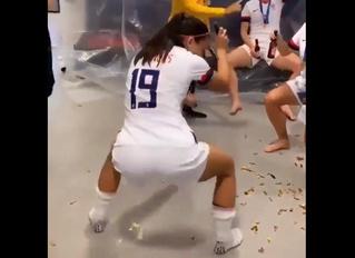 Видео с Алекс Морган, танцующей тверк в честь победы женской сборной США на ЧМ-2019, стало вирусным