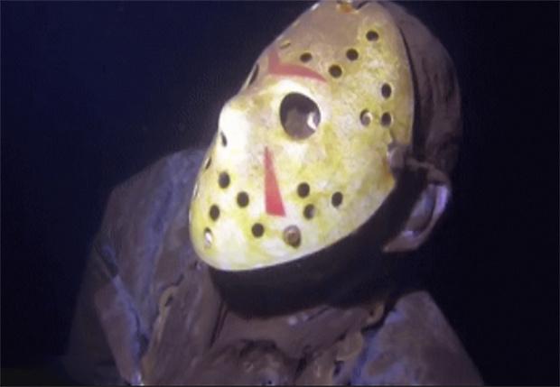 Фото №1 - Фанат утопил копию Джейсона из «Пятницы, 13-е» в озере, чтобы пугать дайверов (видео)