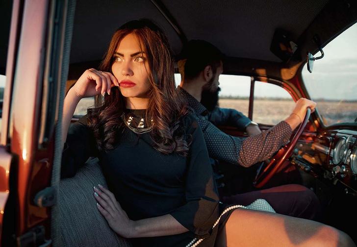Фото №1 - Памятка дамам, которые путешествуют с джентльменами на автомобиле