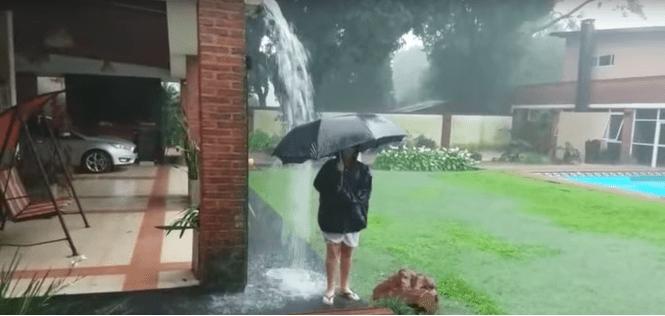 Жуткое видео, после которого ты больше не выйдешь на улицу с зонтом