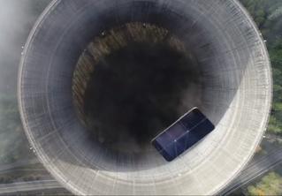Айфон кинули в градирню заброшенной атомной станции, и вот что он снял (видео)