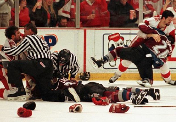 Фото №1 - «Святая месть! Кровь рекой лилась с его лица на лед…» О самой крутой драке в истории хоккея