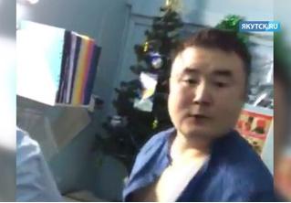 Заведующий больницы избил пациентку, которая хотела снять побои, нанесенные им же (ВИДЕО)