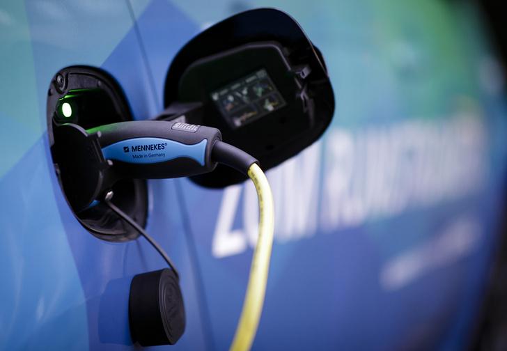 Фото №1 - В Евросоюзе электромобили обязали оборудовать устройствами, издающими звук обычного двигателя (аудио)