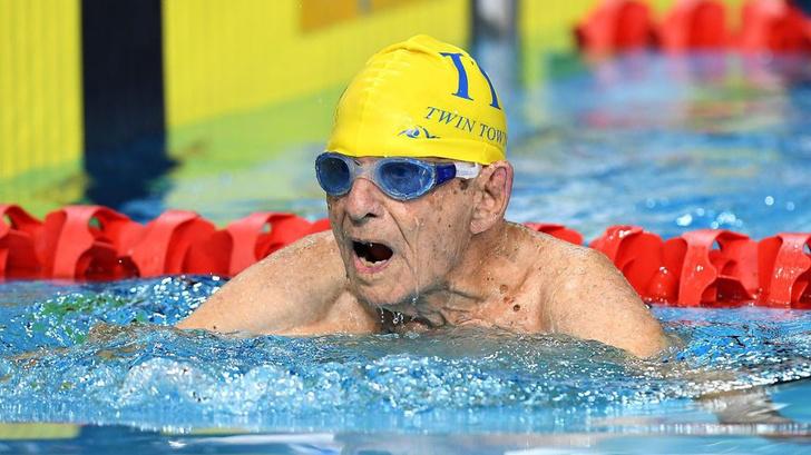 Фото №1 - 99-летний атлет поставил рекорд в плавании