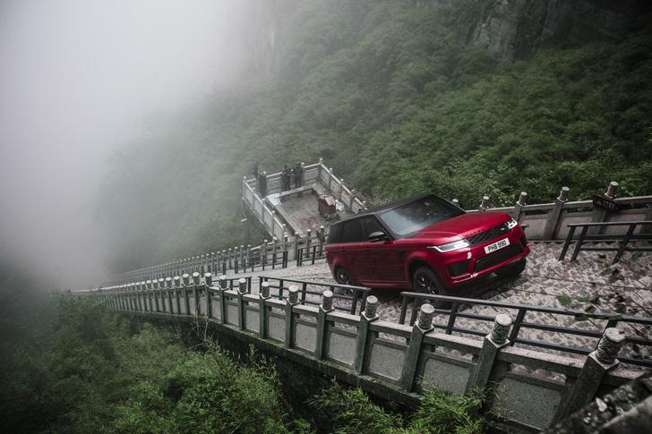 Фото №1 - Range Rover Sport покоряет Дорогу Дракона. Опасное, героическое видео!