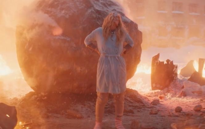 Новый клип «Ленинграда» — «Не Париж»! Простая русская супер-Юля против метеорита, ниндзя и грязных ковров