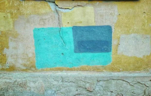 Фото №3 - На домах в Рязани замечены цветные пятна, подозрительно напоминающие дорогущие картины абстрактных экспрессионистов!