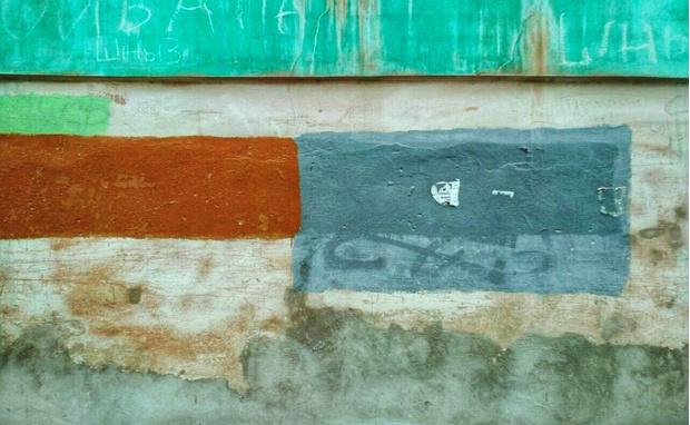 Фото №2 - На домах в Рязани замечены цветные пятна, подозрительно напоминающие дорогущие картины абстрактных экспрессионистов!