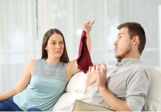 С кем чаще изменяют — с друзьями, соседями или незнакомыми? Проникновенное исследование