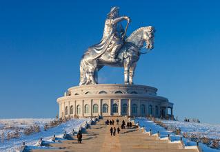 Познакомься с 50-метровым Чингисханом! Самой здоровенной конной статуей в мире!