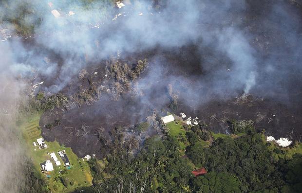 Фото №4 - Лава из вулкана на Гавайях заливает жилые районы (ВИДЕО)