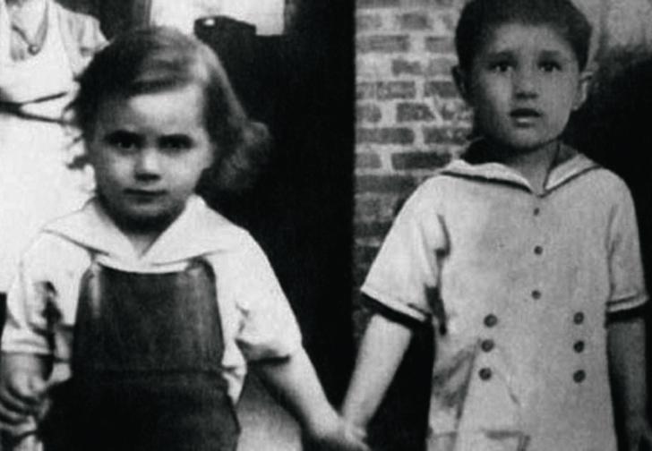 Джон Джуниор (слева). 1945 г.