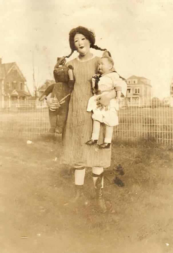 Фото №3 - Самые жуткие ретрокостюмы на Хеллоуин!