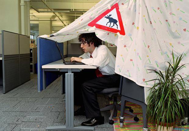 Фото №1 - Россияне рассказали, что их больше всего бесит на работе