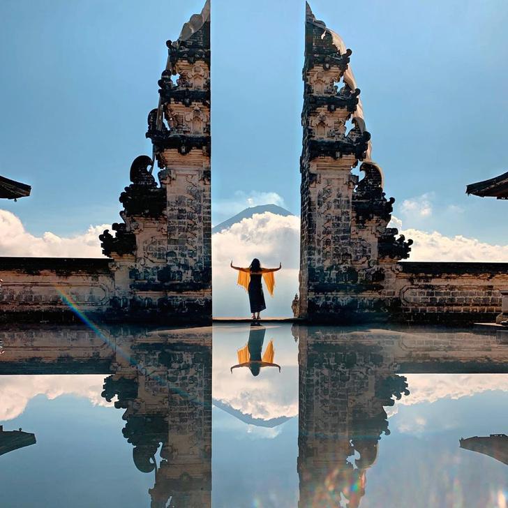 Фото №3 - Девушка приехала на Бали ради популярной в «Инстаграме» достопримечательности, но оказалось, что большинство фото возле нее — подделка