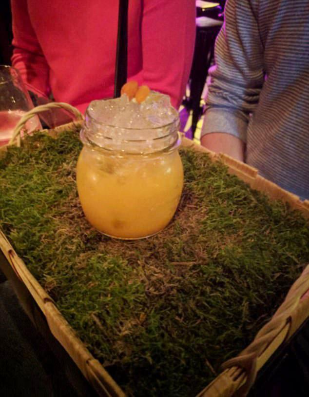 Фото №9 - 12 странных способов подачи напитков в барах