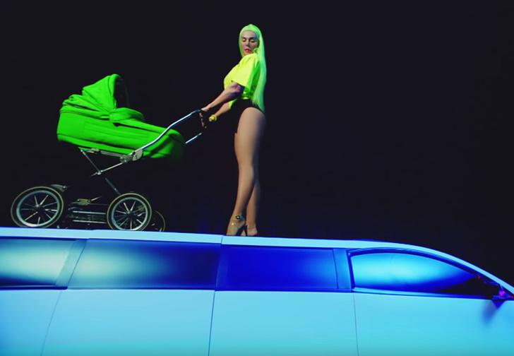 Фото №1 - У Анны Седоковой вышел провокационный клип «Яжемать»
