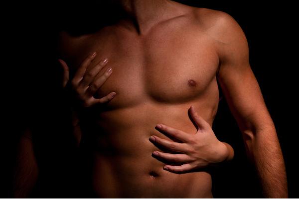 как убрать жир с грудных мышц мужчине