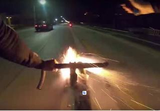 Велосипедист расстрелял байкеров из самодельной ракетницы для фейерверков (ВИДЕО)