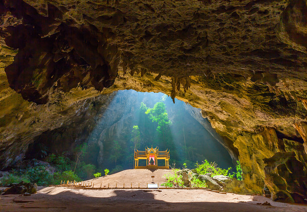 Фото №1 - Место дня: огромная карстовая пещера Прайя-Након в Таиланде