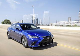 Сделай заднеприводному Lexus GS ручкой. Новое поколение Lexus ES будет отдуваться задвоих