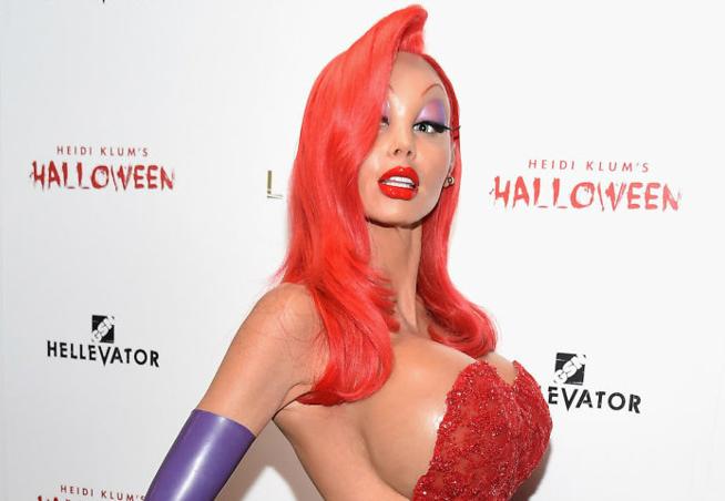 Фото №1 - Посмотри, во что превращается на Хеллоуин супермодель Хайди Клум!