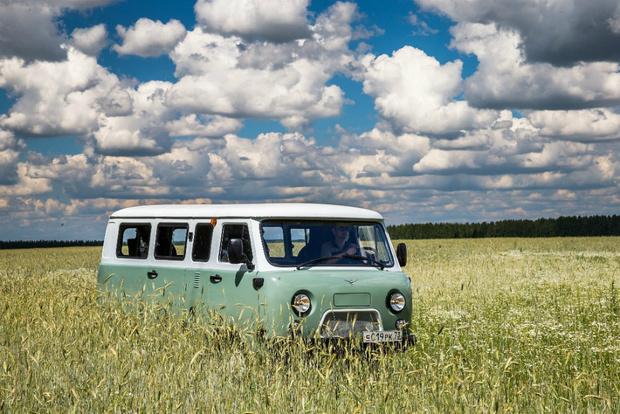 Фото №1 - УАЗ выпустил юбилейный ремейк «Буханки» по цене нормального автомобиля