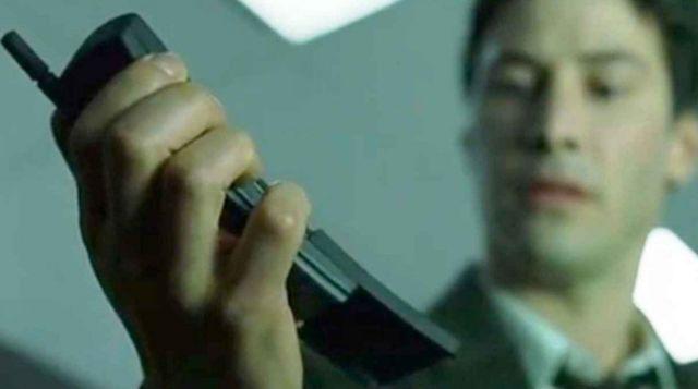 Фото №1 - Nokia выпустила ремейк телефона из «Матрицы», более известного как «бананафон»