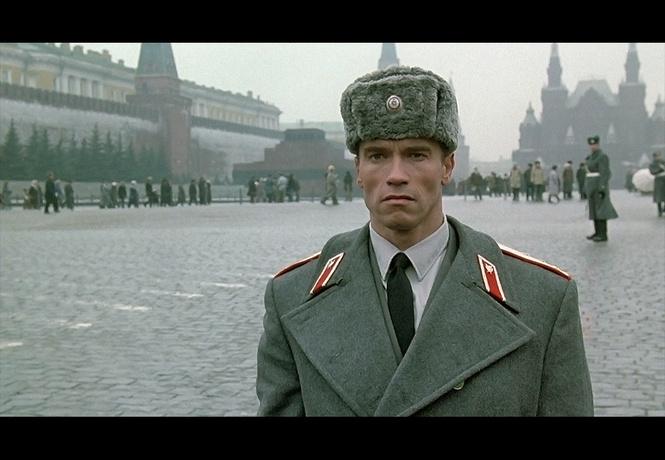 смеяться плакать изображает русских голливуд
