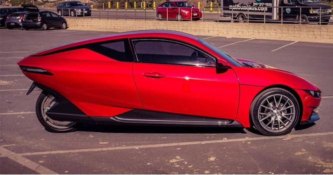 Tesla на 3/4: трехколесный электромобиль всего за 10 000 долларов (ВИДЕО)