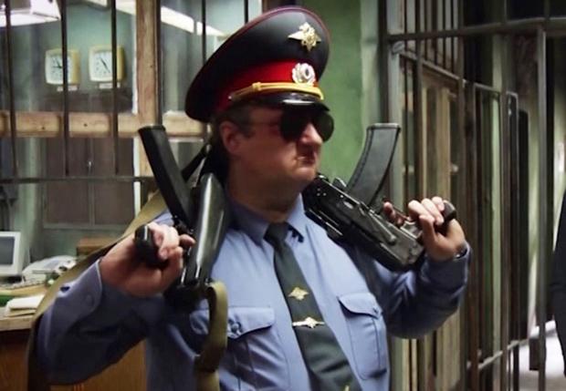 Фото №3 - Как правильно вести себя с полицейским, если он...
