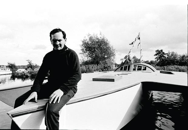 Фото №1 - Плот больного воображения: Захватывающая история самого неудачливого яхтсмена в истории