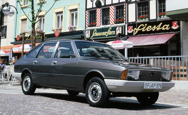 Вот это как раз тот самый Simca 1307 1975 года. Он же Chrysler Alpine, он же Chrysler 150, он же Simca-Talbot 1510, он же Dodge Alpine (в Колумбии), он же Simca-Talbot Solara… Лучше даже не спрашивай, почему надо было копировать именно этот французский автомобиль, о котором ты, возможно, и не слышал.
