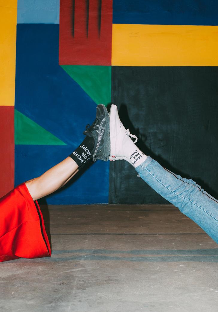 Фото №2 - Питерский бренд St. Friday Socks выпустил «уличные» носки с граффити