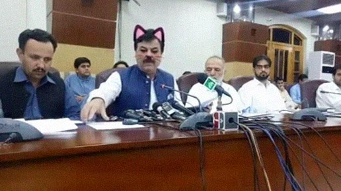 Фото №1 - СММщик пакистанского парламента случайно включил «кошачий фильтр» во время прямой трансляции заседания