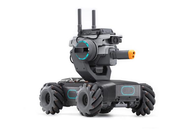 Фото №1 - DJI выпустила автоматизированный мини-танк с лазерной пушкой. И его можно будет купить