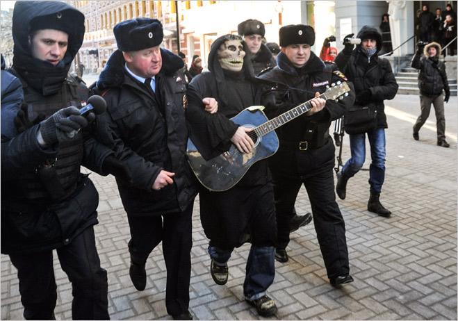 Фото №7 - Ненасильственное сопротивление: как правильно троллить власть, подтачивая ее основание