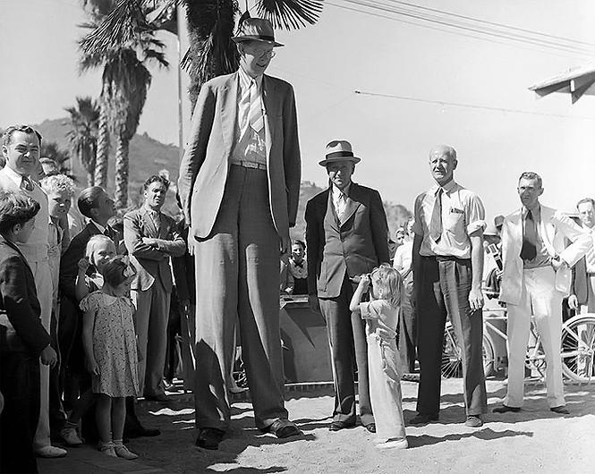 Фото №3 - Архивное видео и фото самого высокого человека XX века
