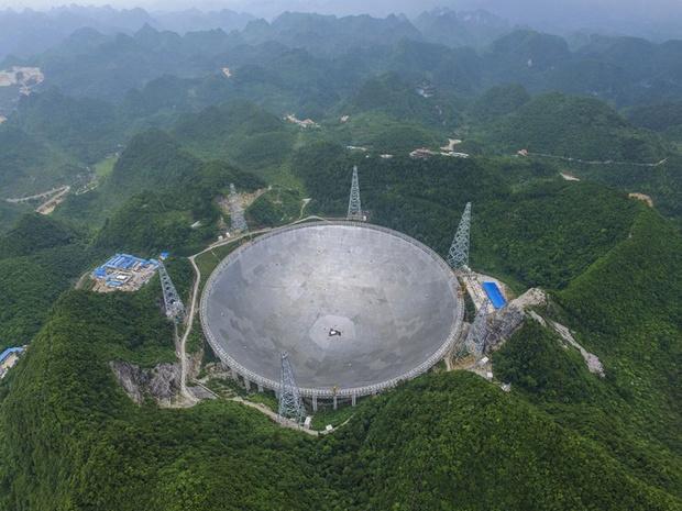 Фото №1 - В Китае могут оштрафовать на 30 тысяч долларов за смартфон в пределах 5 км от радиотелескопа