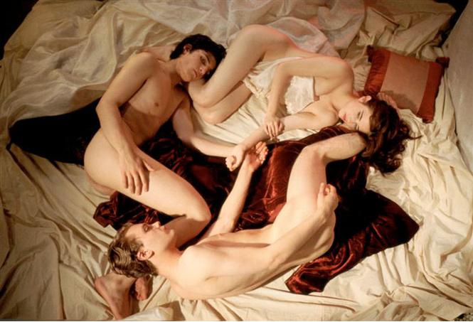 Именно образ избалованной парижанки Изабель, которая увлекается кино и секс