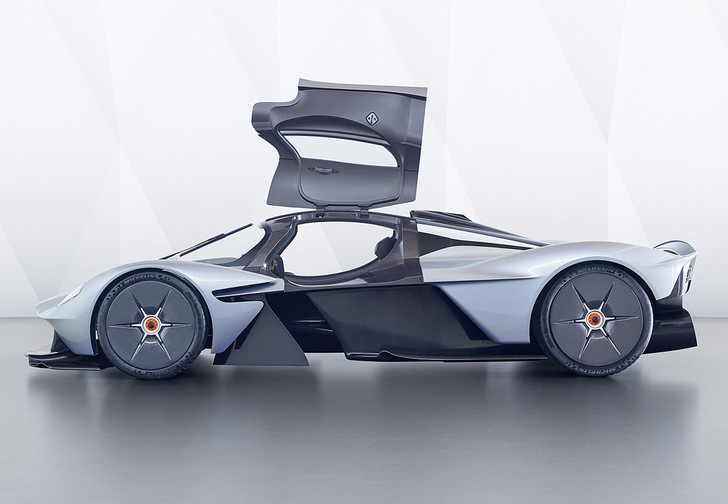 Фото №1 - В клубе тысячесильных пополнение: Aston Martin Valkyrie