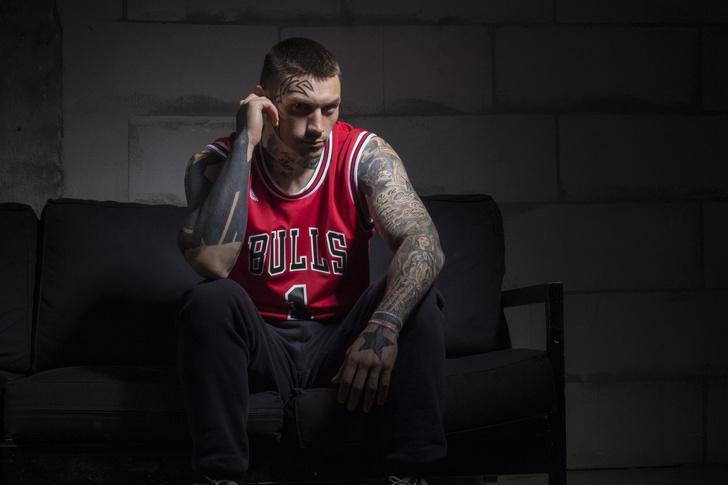Фото №10 - Боевой окрас: что означают татуировки на телах профессиональных бойцов