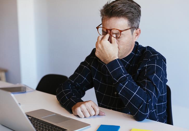 Фото №1 - Из-за смартфонов уровень тревоги и стресса среди офисных работников подскочил на 37%